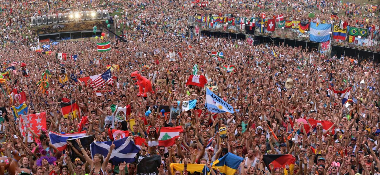 Mother Of All Music Festivals - Tomorrowland 2015 ... What A Crowd What A Stage Tomorrowland 2013 In Photos