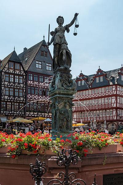 Gerechtigkeitsbrunnen - a popular landmark