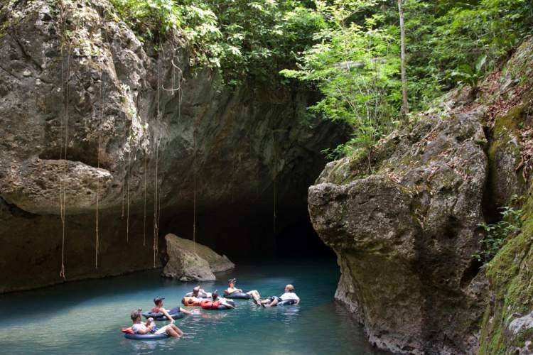Nohoch Che'en - a cave tubing in Belize City