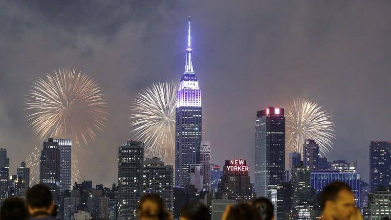 media_gallery-2018-05-2-9-fireworks_nyc_GettyImages_479499226_a5f76c88bd83621f98cee515e3031a61.jpg