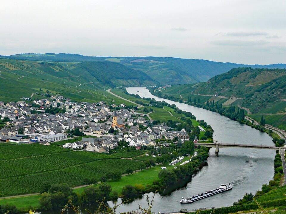 media_gallery-2018-08-13-6-gorgeous_valleys_of_Germany_718842400e7983ca9e40886783f95cef.jpg