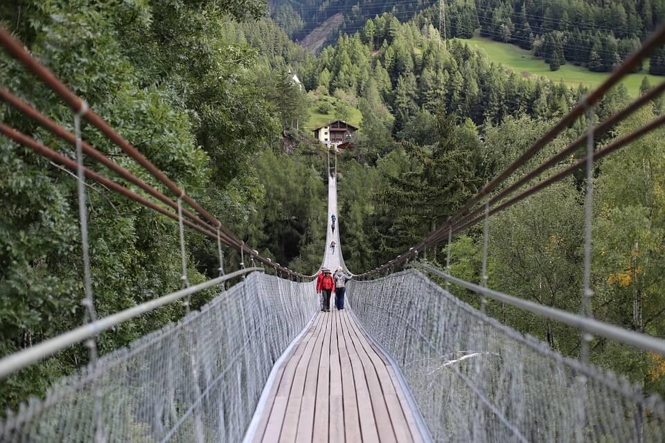 media_gallery-2018-08-8-10-suspension_bridges_4acc77f97f66f75844532b1c610a5d69.jpg