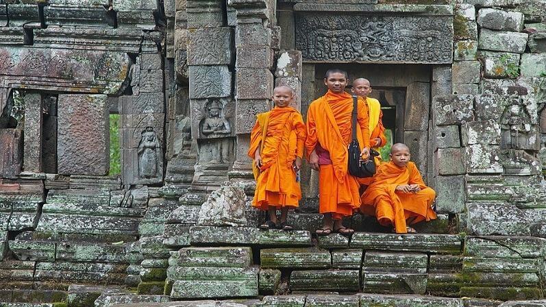 media_gallery-2018-09-28-12-800px_Preah_Pithu_T_Monks___Siem_Reap_1293827447b08d59c8de7a4805dd2b87.jpg