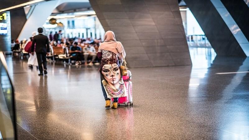 media_gallery-2019-01-21-10-Arab_Airport_Doha_Colorful_Qatar_Woman_2863788_154b6d5ba0c190cede3d45f663f272d3.jpg