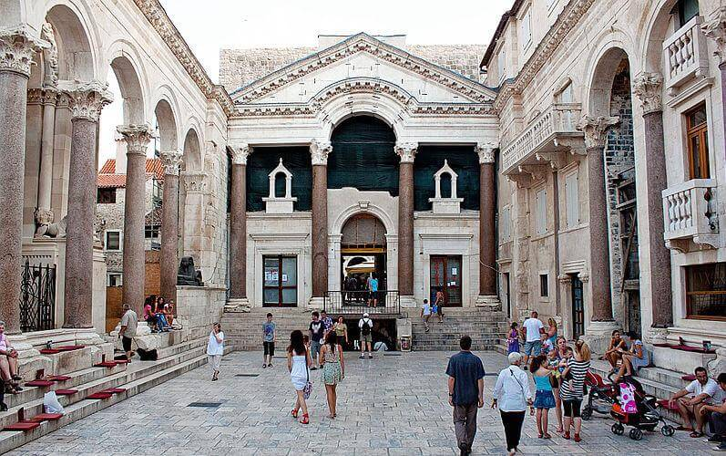 media_gallery-2019-01-23-5-Diocletian_s_Palace_a572606cd9390e724c534ea9b7b703cd.jpg
