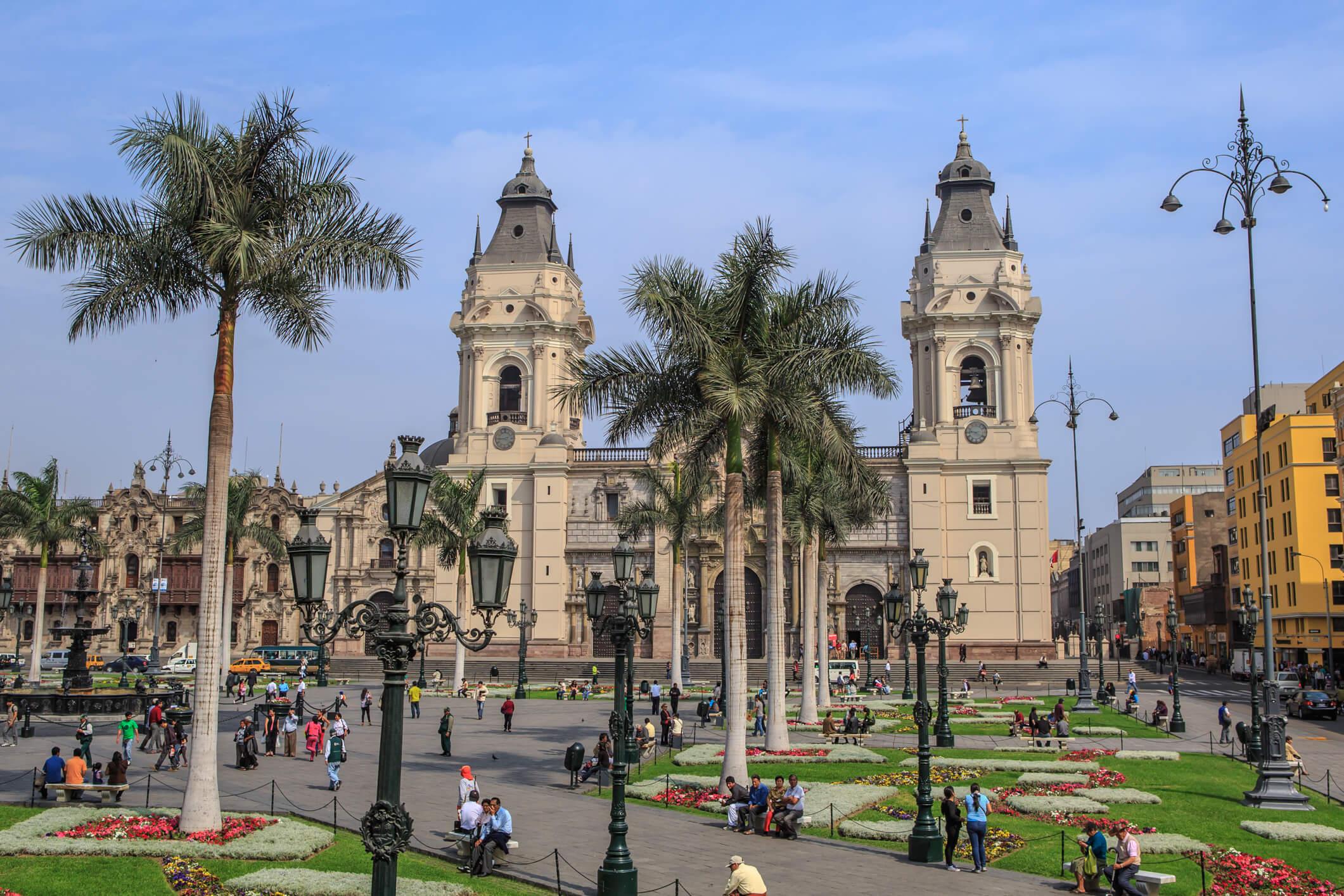 media_gallery-2019-06-20-9-Lima__Peru___the_Plaza_de_Armas_de_Lima_by_day__8444360764__b8c1fcb3cf9e26679a2b69d307beccfc.jpg
