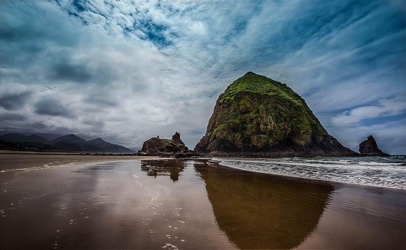 media_gallery-2020-01-24-6-800px_Haystack_Rock_Oregon_6027874dc8bfca9494750d7db76cbbc4.jpg