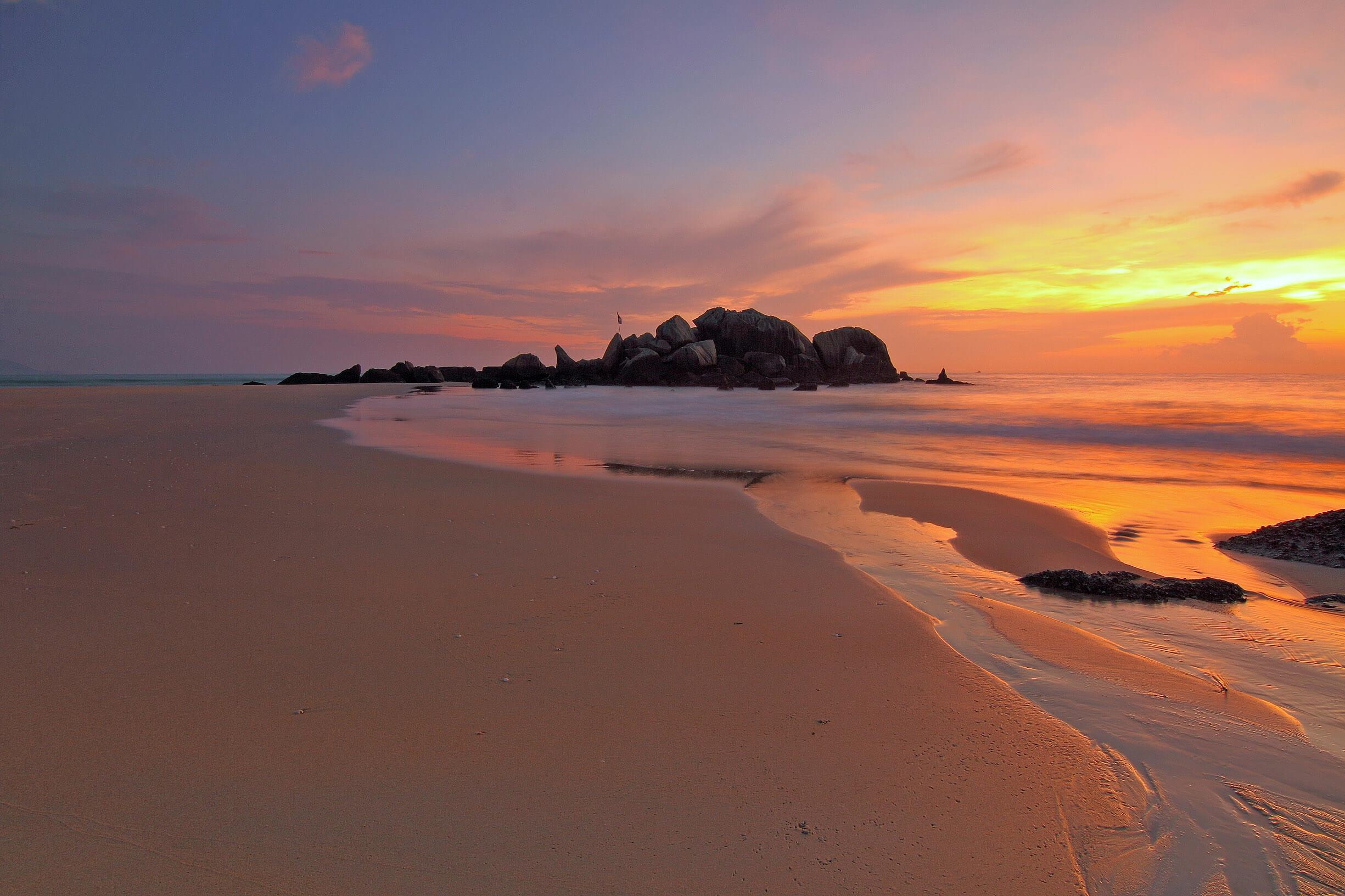 media_gallery-2020-02-6-6-sunset_over_the_sandy_beach_2a6db75acf596f0a41363ab818cbf725.jpg