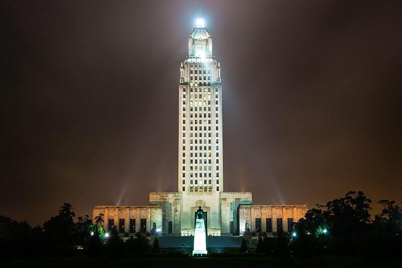 media_gallery-2020-03-11-8-800px_Louisiana_State_Capitol_through_the_fog_1d4eab93adde04b23695263a30b27c85.jpg