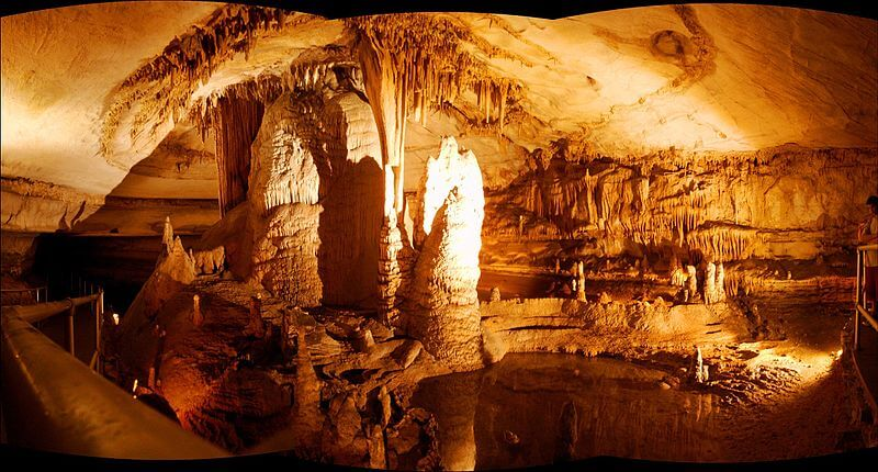 media_gallery-2020-03-5-11-Blanchard_Springs_Caverns_by_D_L_H____panoramio___Dameon_Hudson_a0ea47978f72f523f37e232a1510f862.jpg