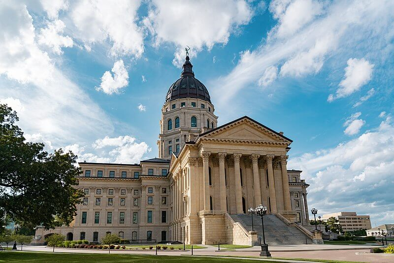 media_gallery-2020-03-9-11-800px_Kansas_State_Capitol_in_Topeka__44441302334__dc300054c3c1d703619128d039c33805.jpg
