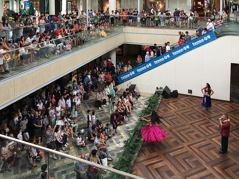 media_gallery-2020-03-9-9-800px_Ala_Moana_Center_packed_before_Hurricane_Lane__30718126678__95fe78ac966a7abfda00ac74d542e8ff.jpg