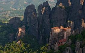 Meteora, Delphi And Thermopylae 2-day Tour
