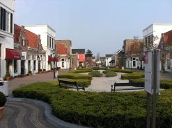 Full Day Trip To Giethoorn And Outlet Shoppingcentre Bataviastad With A Small Group