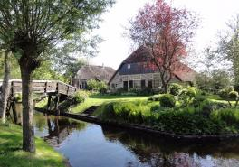 Luxury Small Group Full Day Trip To Giethoorn