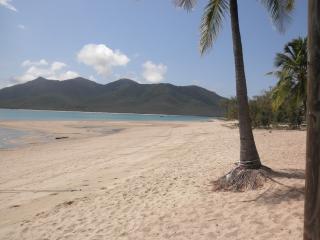 dingo beach and hideaway bay