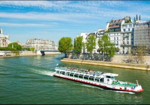 River Seine Cruise And Notre Dame Tour - Paris