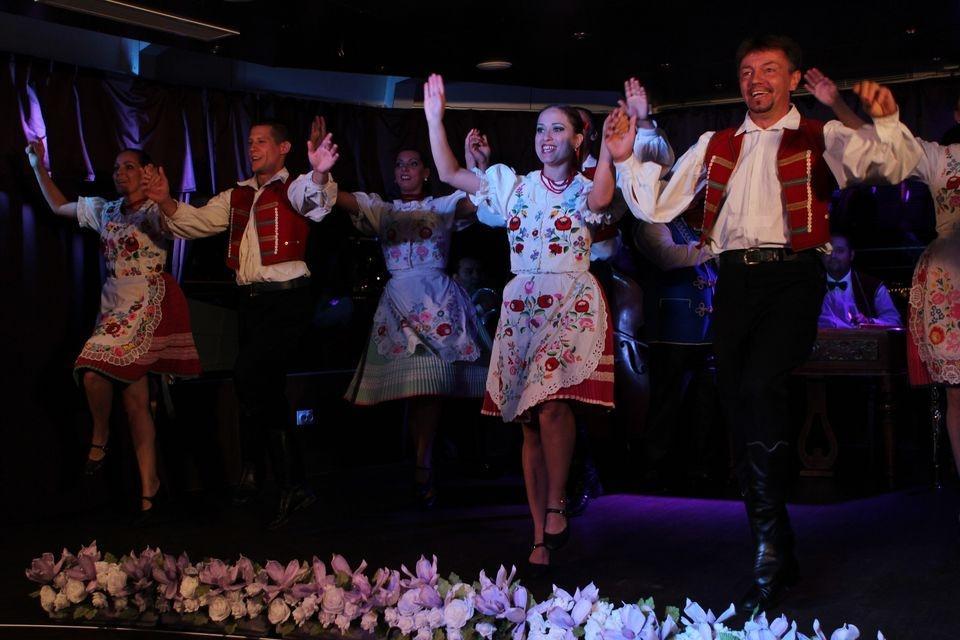 Budapest Dinner Cruise And Folk Show