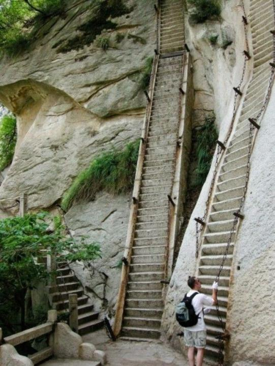 media_gallery-2015-07-17-15-Mount_Huashan_Heavenly_Stairs11__China_6c997efb317d1d8365b511d4bb2625b2.jpg