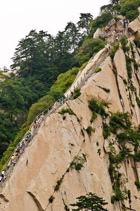 media_gallery-2015-07-17-15-Mount_Huashan_Heavenly_Stairs__China_a2bb2188ab211dae456954e0b5642760.jpg