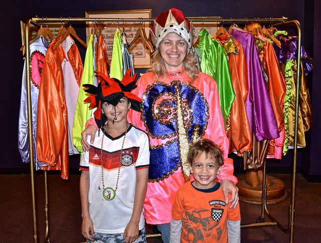media_gallery-2015-07-21-9-Costume_mardi_gras_8508c00c1e7620e35ad99bb28d7f9eec.jpg