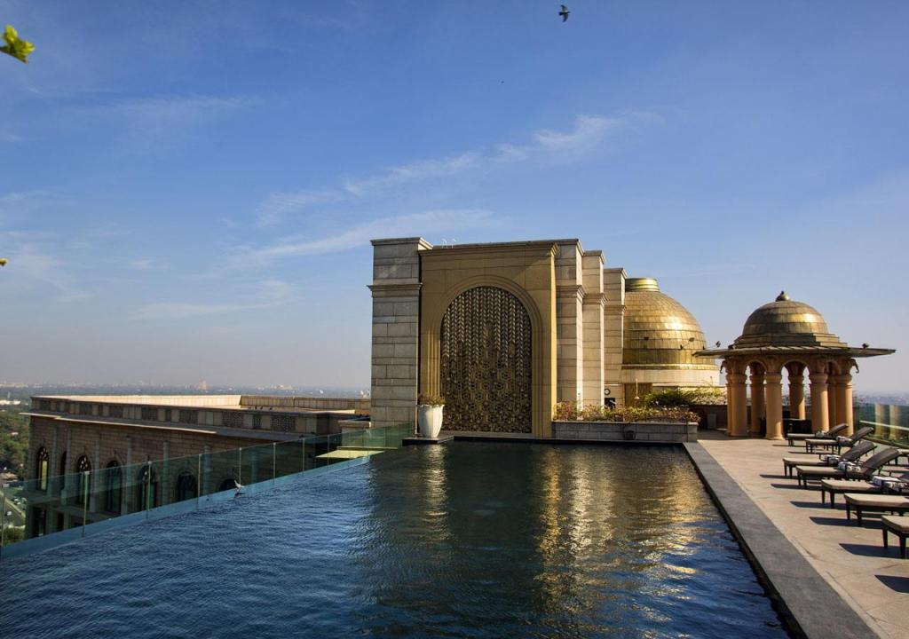 Mesmerizing infinity pools in india you will never want to for Visa hotel luxury collection