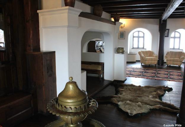 media_gallery-2015-09-1-3-Bran_Castle_interiors_54f239dc7b8670f8bd0cda341aa85839.jpg