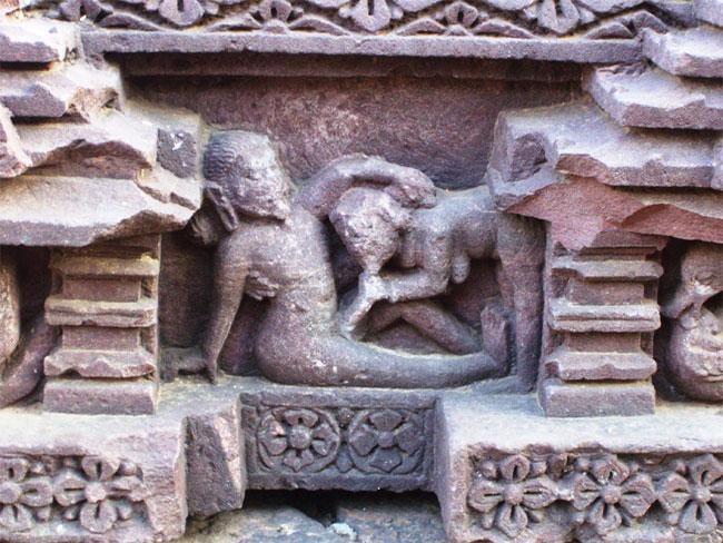 12 Temples In India That Display Erotic Art Triphobo-1309