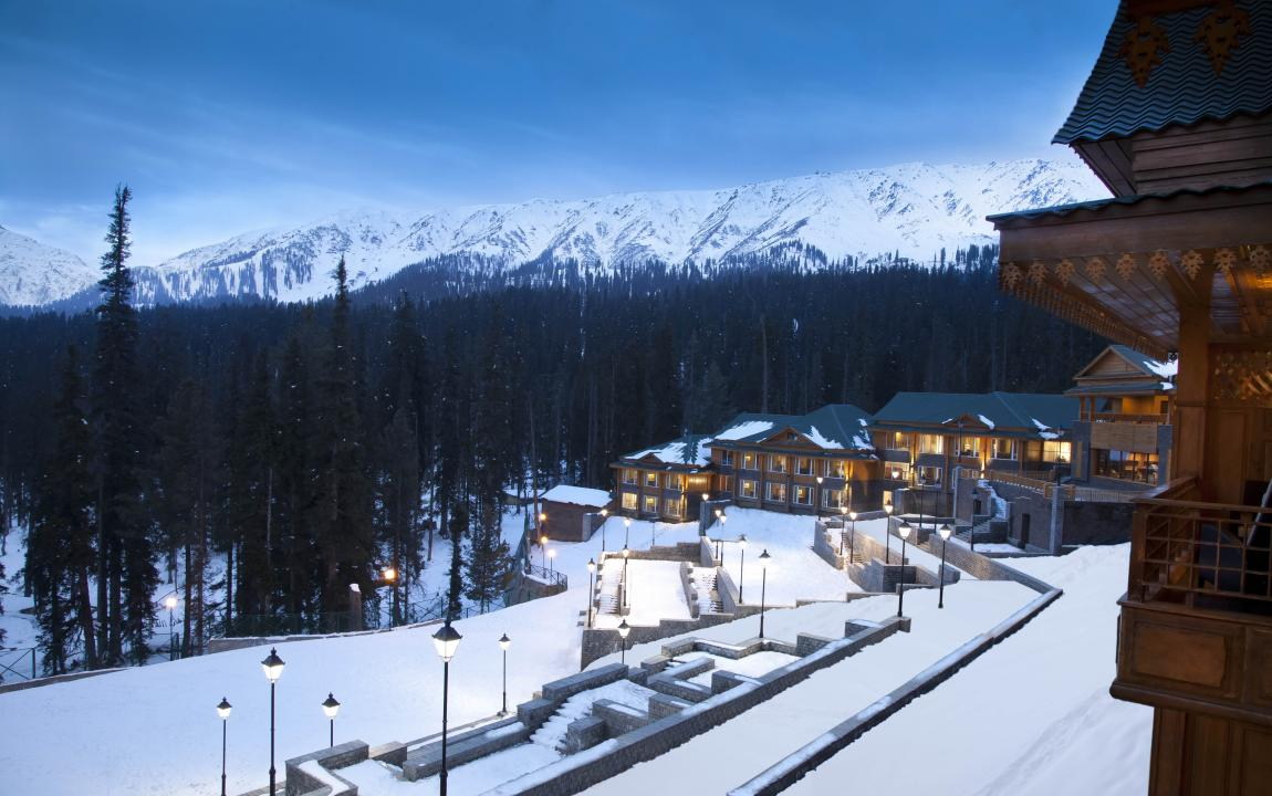 12 best winter resorts in india triphobo for Warm winter family vacations