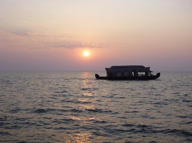 best honeymoon resorts in Srinagar