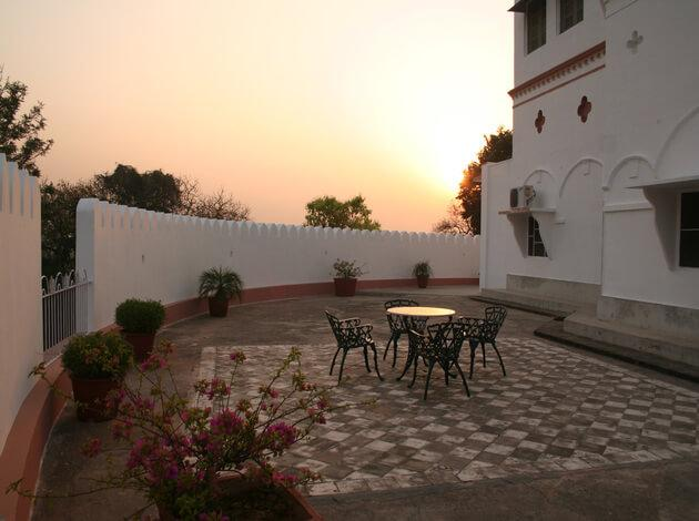 Mud Fort Resort - 103 Kms from Delhi