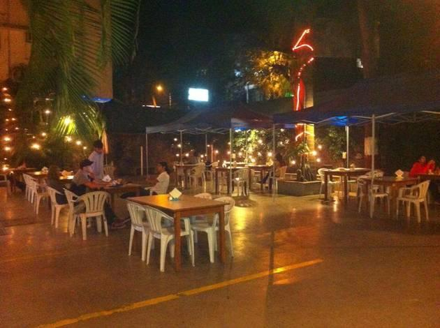 pet friendly pune restaurants