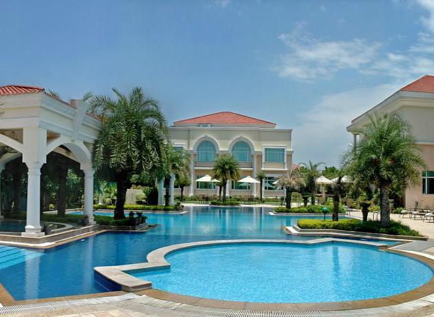 luxury resort near Delhi