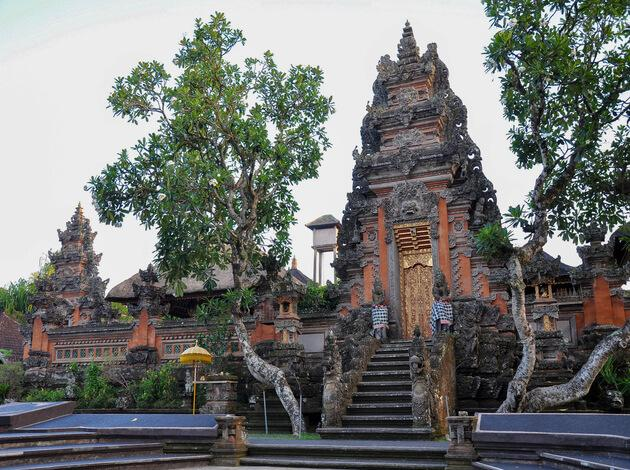 Pura Taman Saraswati - the famous hindu temple in Bali