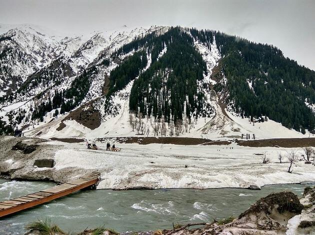 Sonamarg - The best place for snowfall in India