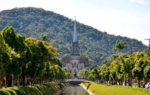 How to get in and get around Petropolis