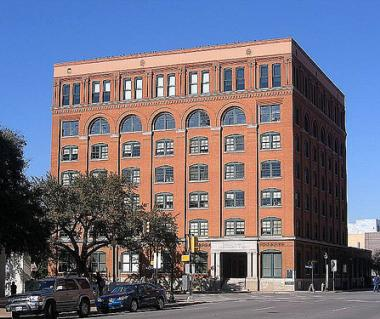 Sixth Floor Museum, Dealey Plaza Tours