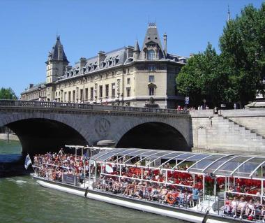 Bateaux Parisiens River Cruise Tours