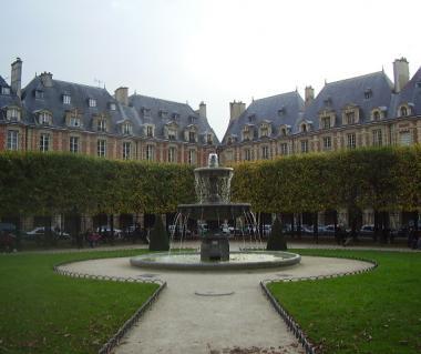 Marais Square Of Vosges Tours