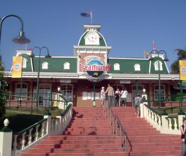 Dreamworld Theme Park Tours