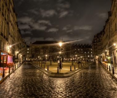 Place Dauphine Tours