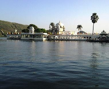 Lake Pichola Tours