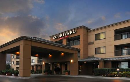 Courtyard By Marriott Image