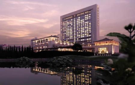 Shangri La Hotel Image