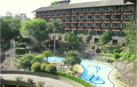 Earls Regency Hotel Kandy Image