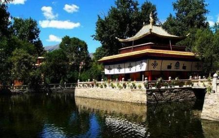 Norbulingka Summer Palace Image