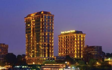 Four Seasons Hotel Image