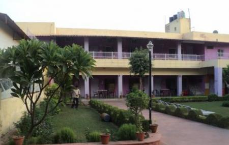 Hotel Goverdhan Image