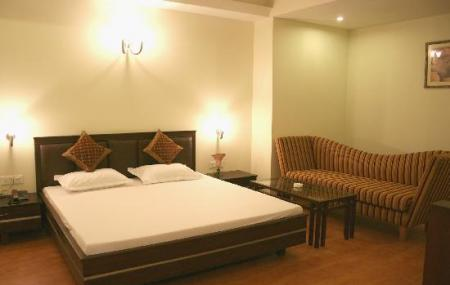 Hotel Sita Continental Image