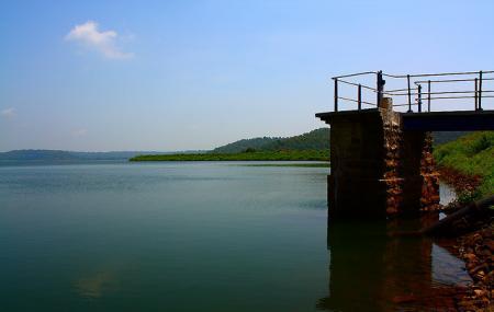 Pariyat Lake Image